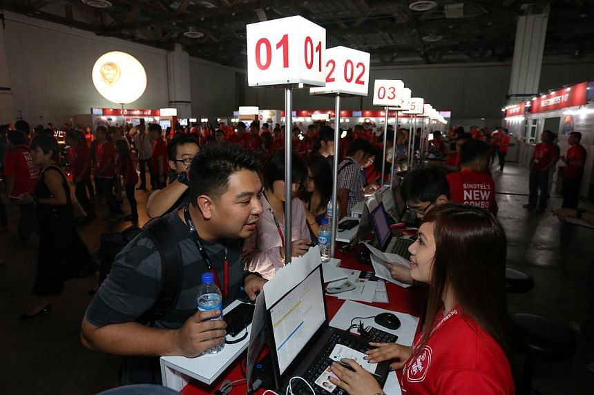 Justin Chow, 28, makes his order at SingTel's iPhone 6 and iPhone 6 Plus launch event on Friday, Sept 19, 2014. --PHOTO: EDWARD TEO FOR THE STRAITS TIMES