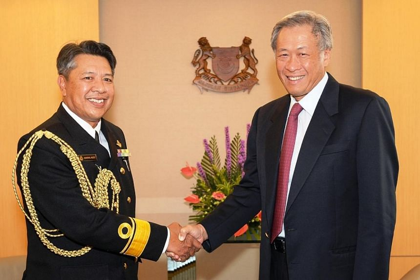The Commander of the Royal Brunei Navy, First Admiral (FADM) Dato Seri Pahlawan Abdul Aziz Haji Mohammad Tamit, calling on Defence Minister Ng Eng Hen at Mindef. -- PHOTO: MINDEF
