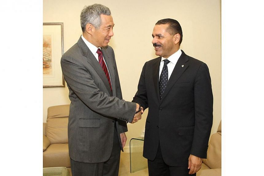 Mr Ronald Kenneth Noble, the secretary-general of the world's largest international police organisation, called on Prime Minister Lee Hsien Loong at the Istana on Wednesday. -- PHOTO: MINISTRY OF COMMUNICATIONS AND INFORMATION, SINGAPORE