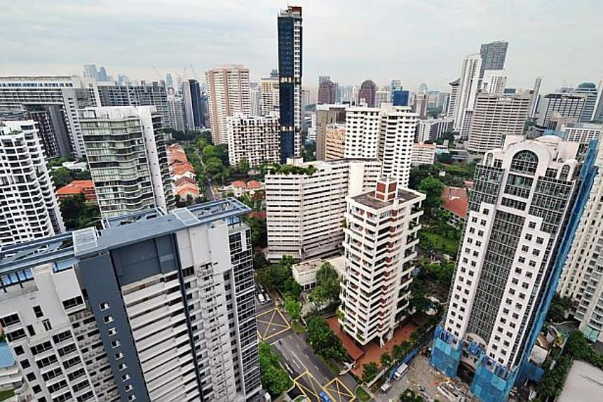 Private home prices fell 0.6 per cent in the July to September period, the fourth continuous quarter of price decrease and following from a 1 per cent decline in the second quarter. -- ST PHOTO:ALPHONSUS CHERN