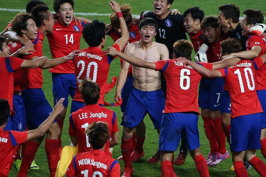 South Korea beats North Korea 1-0 in extra time to win the gold medal in the 17th Asian Games Incheon 2014 football men's final held at the Munhak Stadium, in Incheon, South Korea, on Oct 2, 2014. -- ST PHOTO: NEO XIAOBIN