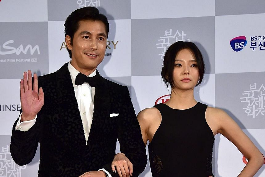 South Korean actor Jung Woo Sung (left) and actress Lee Som (right) pose on the red carpet for the opening ceremony of the 19th Busan International Film Festival (BIFF) at the Busan Cinema Center in Busan on Oct 2, 2014. -- PHOTO: AFP