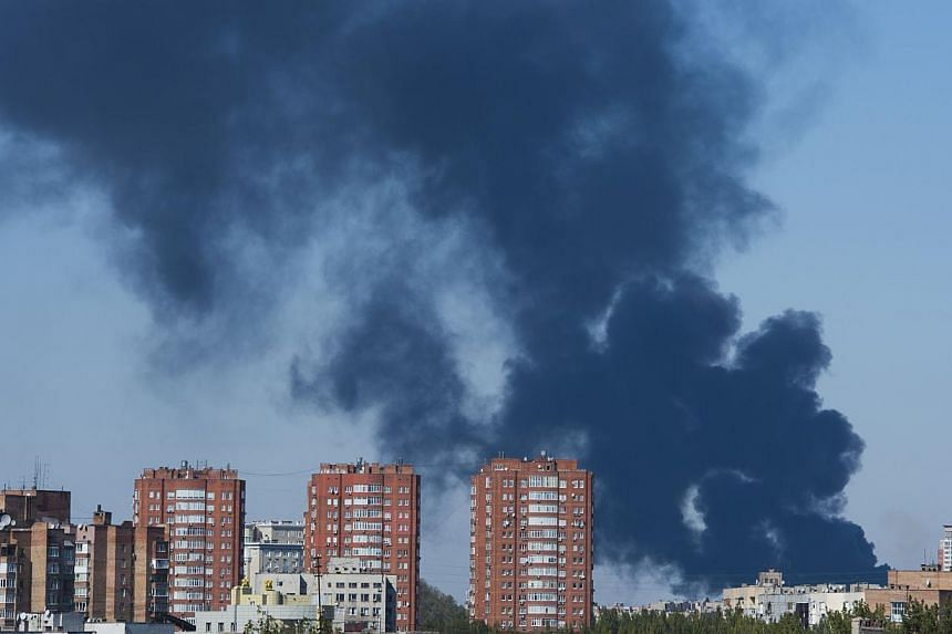 Smoke rises from the area where Donetsk's airport is located following heavy shelling Oct 2, 2014. The heart of Ukraine's main pro-Russian separatist city came under heavy shelling on Thursday for the first time since Moscow and Kiev struck a truce a