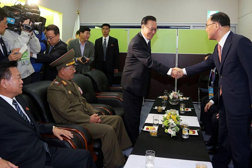 South Korean Prime Minister Chung Hong Won (right) shakes hands with Kim Yang Gon, head of the United Front Department of the ruling Workers' Party of North Korea who is in charge of relations with the South, during their meeting before the closing c