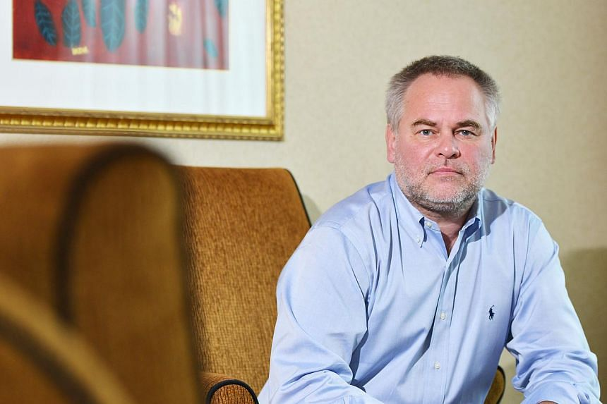 IT security tycoon Eugene Kaspersky uses an old Sony Ericsson phone, which he says is more secure than a smartphone.