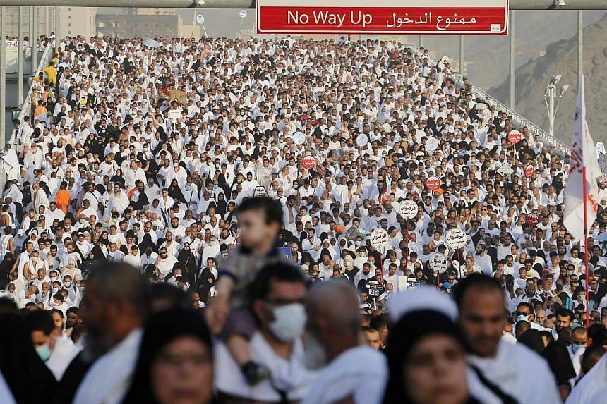 Muslim pilgrims arrive to cast stones at pillars symbolising Satan, during the annual haj pilgrimage, on the first day of Eid al-Adha in Mina, near the holy city of Mecca, Oct 4, 2014.Saudi Arabia has mounted a battle for hearts and minds