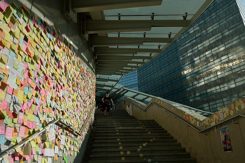 A wall of notes and messages is seen in Hong Kong on Oct 6, 2014 as office workers try to get to work amid diversions caused by blockades made by protesters. -- ST PHOTO: KUA CHEE SIONG