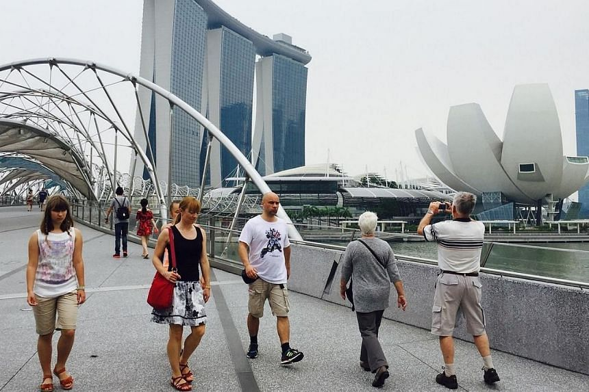 Singapore skyline from the Helix Bridge at about 2.20pm. The 3-hour PSI reading at 2pm is 70. -- ST PHOTO: DIOS VINCOY JR