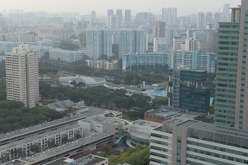 Haze seen on the morning of Oct 7 at Toa Payoh. Air quality in Singapore improved on Tuesday Oct 7 following a hazy day on Monday when air quality deteriorated to its worst levels this year. -- ST PHOTO: AZIZ HUSSIN