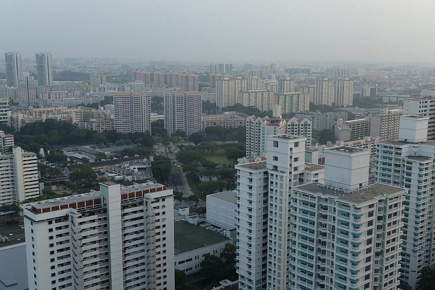 Haze seen earlier this morning at Toa Payoh. The three-hour Pollutant Standards Index (PSI) is now in the moderate range, standing at68 as of 11am on Tuesday.-- ST PHOTO: AZIZ HUSSIN