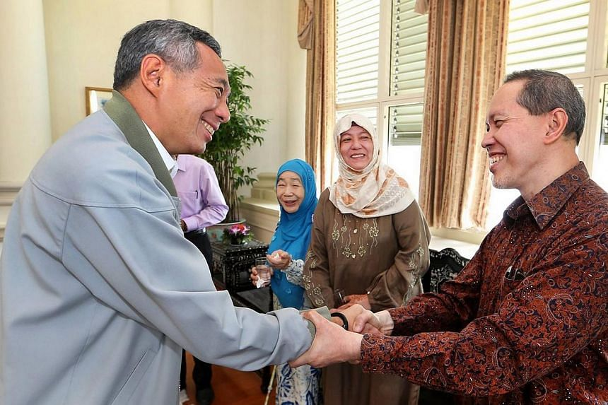 Slightly more than a month after honouring Singapore's first president Yusof Ishak at the National Day Rally, Prime Minister Lee Hsien Loong hosted his widow, Puan Noor Aishah, to lunch at the Istana on Wednesday. -- PHOTO:FACEBOOK/LEE HSIEN LO