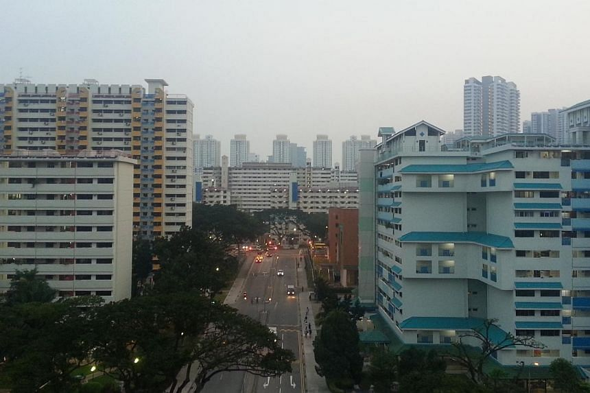 Slight haze over the Braddell area at 7pm on Wednesday, Oct 8, 2014. Air quality deteriorated over the course of Wednesday, and inched into the unhealthy band with a reading of 102 at 6pm. -- ST PHOTO: DANIEL WONG