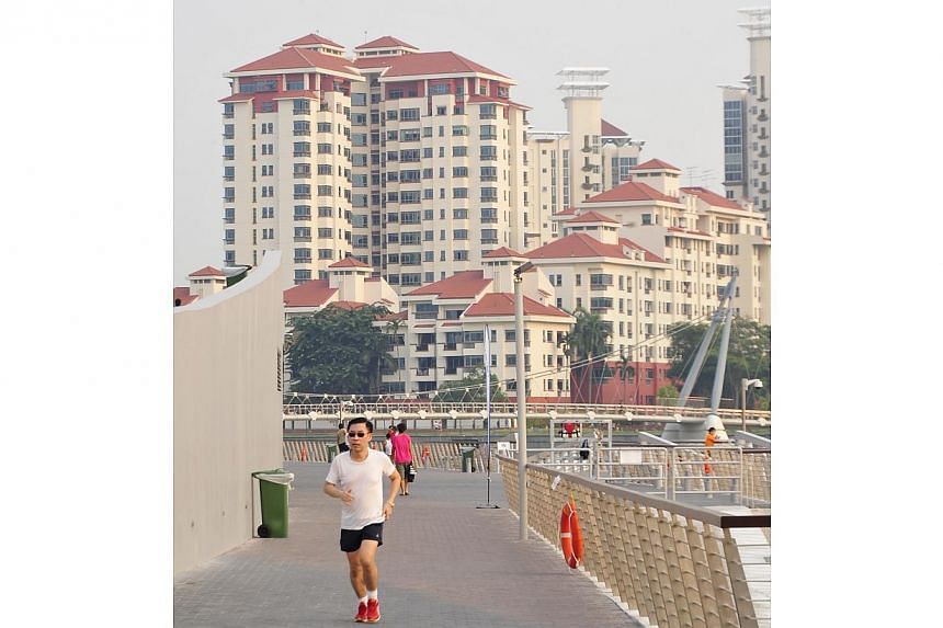 Photos of the haze taken from around the National Stadium on Oct 8, 2014.-- ST PHOTO:DIOS VINCOY JR FOR THE STRAITS TIMES