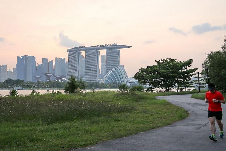 Visibility was much improved in the evening of Oct 7, 2014. The haze has abated for now, with better air quality continuing into Wednesday morning. -- ST PHOTO: ONG WEE JIN
