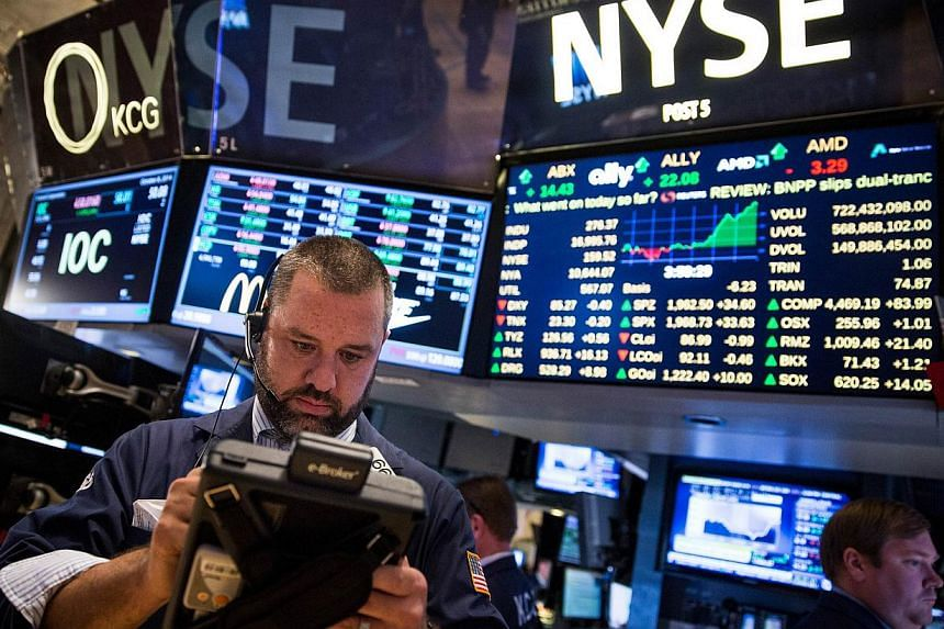 US stock markets cheered after the US central bank said in the minutes of its latest policy-seting meeting that it wants to keep interest rates close to zero for longer than expected, posting their biggest one-day gains in 2014. -- PHOTO: AFP