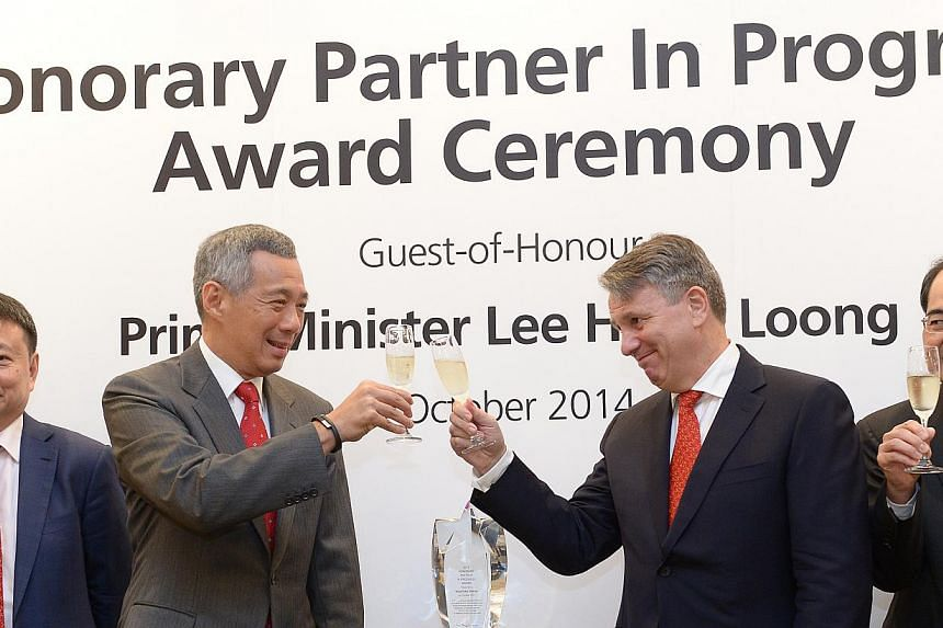 Prime Minister Lee Hsien Loong (left) andRoyal Dutch Shell CEO Ben van Beurdenat a ceremony at the Istana on Thursday to honour petroleum company Royal Dutch Shell for its contributions to the Singapore economy.-- ST PHOTO: JAMIE KO
