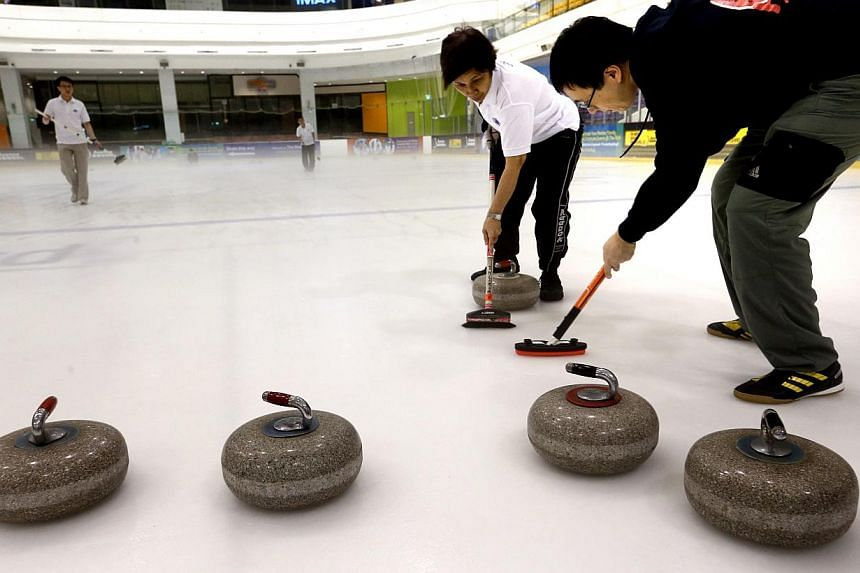 The Equatorial Curling Club holds curling sessions at The Rink in JCube at night. -- ST PHOTO: CHEW SENG KIM