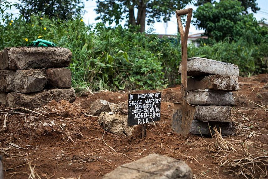 The grave of a victim of the Ebola virus at the Fing Tom cemetery in Freetown on Oct 10, 2014. The death toll from Ebola has passed 4,000, the World Health Organization said. -- PHOTO: AFP