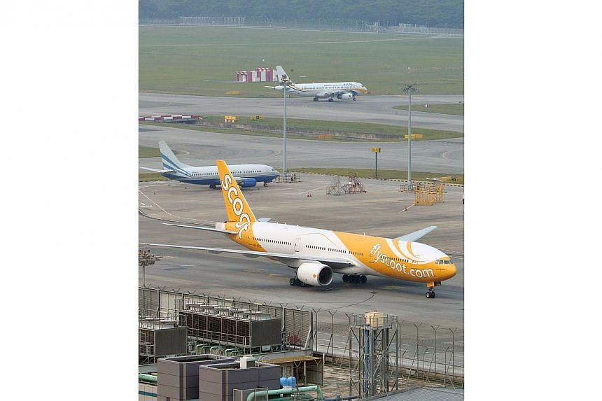Hundreds of passengers were stranded for at least two hours at Changi Airport, after a glitch knocked out budget airline Scoot's electronic check-in system for six hours on Friday night. -- ST PHOTO:ASHLEIGH SIM