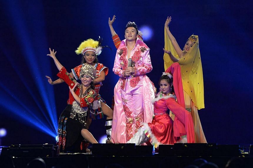 Popular Singapore -based Taiwanese Getai singer-host Hao Hao performing during the awards.Taiwanese singer-host Hao Hao was crowned the best male getai singer at the annual Shin Min-Wanbao Getai Awards 2014 on Sunday evening. -- ST PHOTO: DESMO