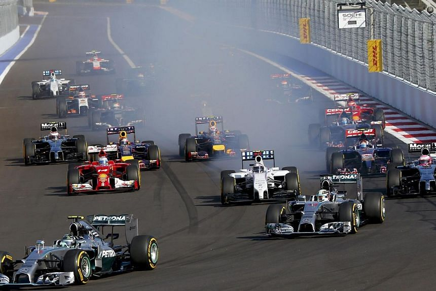 Mercedes Formula One driver Nico Rosberg of Germany leads next to Mercedes Formula One driver Lewis Hamilton of Britain (right) after the start of the first Russian Grand Prix in Sochi Oct 12, 2014. -- PHOTO: REUTERS