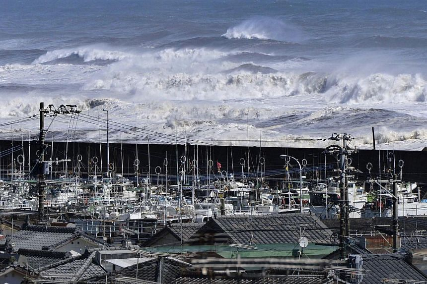 High waves surge toward a port of Kawaminami town in Miyazaki prefecture, Japan's southern island of Kyushu on Oct 13, 2014, while fishing boats evacuate in the port.Typhoon Vongfong hit Japan's southern island Kyushu earlier on Monday and was