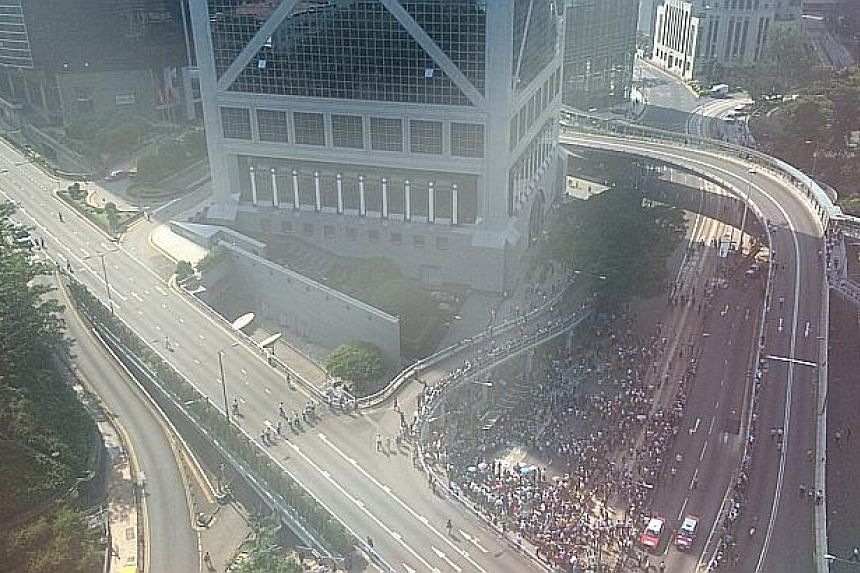 An aerial view of clashes between pro-democracy protesters and their opponents. -- ST PHOTO: LU XUEYING