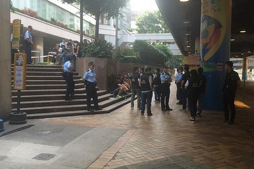 Police at the site of the clashes between pro-democracy protesters and their opponents.-- ST PHOTO: LI XUEYING