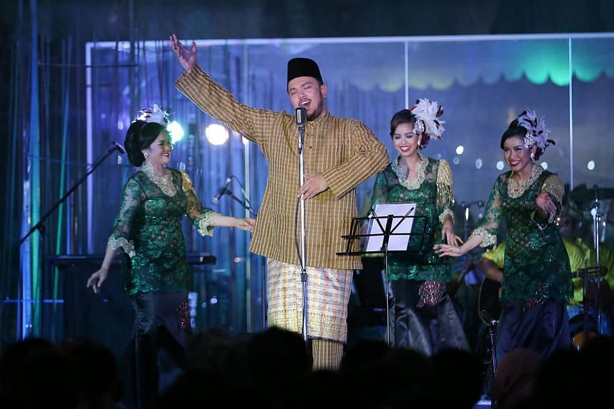 Cultural performance by Nadi Singapura. A three-week long festival showcase at the Malay Heritage Centre for traditional and contemporary Malay arts was launched on Monday night.-- ST PHOTO:ONG WEE JIN