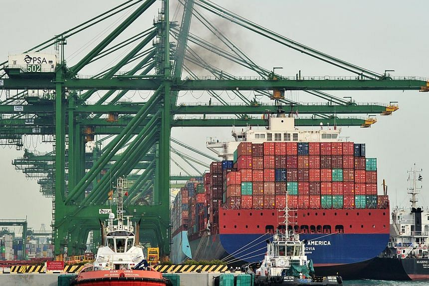 Ships loaded with containers berthed at Singapore's Pasir Panjang Terminal. -- ST PHOTO: LIM YAOHUI