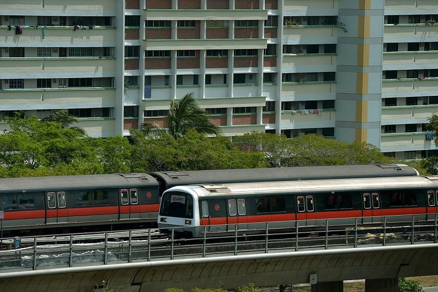 Two SMRT trains passing each other along the North-South line near the Woodlands MRT station.Both SBS Transit and SMRT will extend service hours for its trains and buses on Oct 21, the eve of Deepavali. -- PHOTO: ST FILE