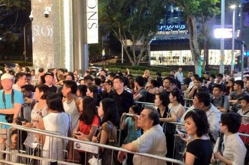 Large crowd outside The Hereen waiting for Maria Sharapova, here to launch her candy line Sugarpova. -- ST PHOTO: CHUA SIANG YEE