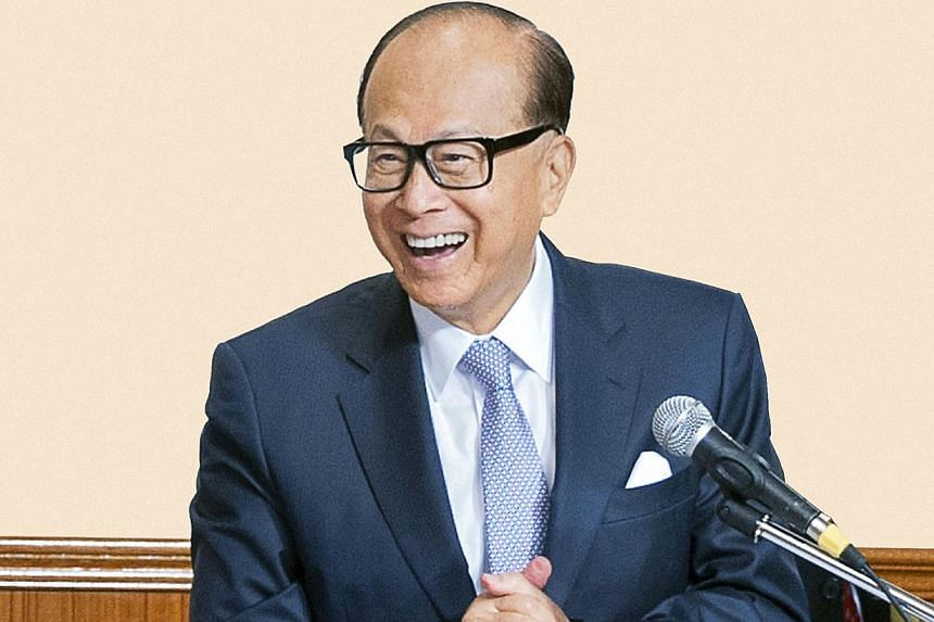 Hong Kong billionaire Li Ka-shing on Wednesday urged pro-democracy protesters who have occupied the heart of the city for more than two weeks to go home to their families, a day after 45 people were arrested following clashes with police. -- PHOTO:&n
