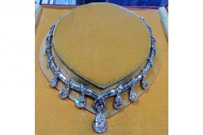 One of a kind platinum antique Bvlgari art deco necklace, circa 1935. Jeweller: Windsor Jewelers. Pavilion/Booth: Exquisite/EP321. Price on asking.-- PHOTO: UBM MEDIA