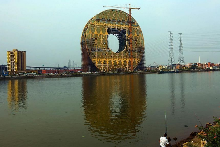 This picture taken on October 30, 2013 shows the Circle building under construction in Guangzhou, southern China's Guangdong province. -- PHOTO: AFP