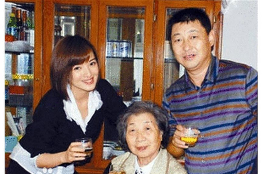 Zhang Lanlan (left), Xi Yuanping (right) and Xi's mother Qi Xin in Beijing.Ms Zhang, a Chinese army singer who mysteriously disappeared from public view six years ago, has made a surprising reappearance in local media - as the wife of the Presi