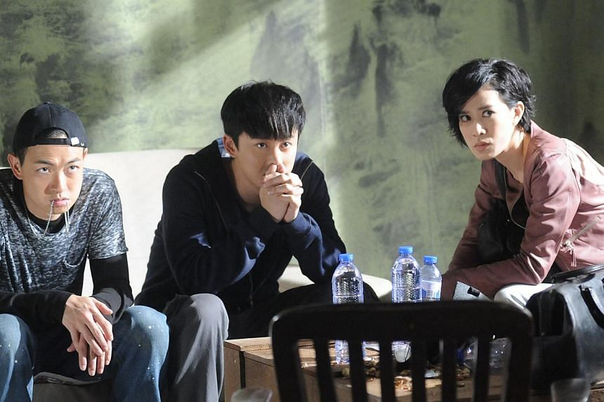 Charmaine Sheh (right) hooks up with bookies played by Oscar Leung (left) and Raymond Lam (centre) in Line Walker. -- PHOTO: STARHUB
