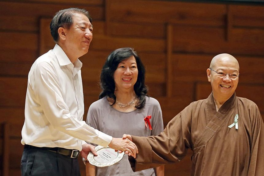 Deputy Prime Minister Teo Chee Heanis presented with a token of appreciation by HCA Hospice Care vice-presidentMary Ong (centre) and Nectar Care Service president Venerable Seck Sian Siang.-- ST PHOTO: SEAH KWANG PENG