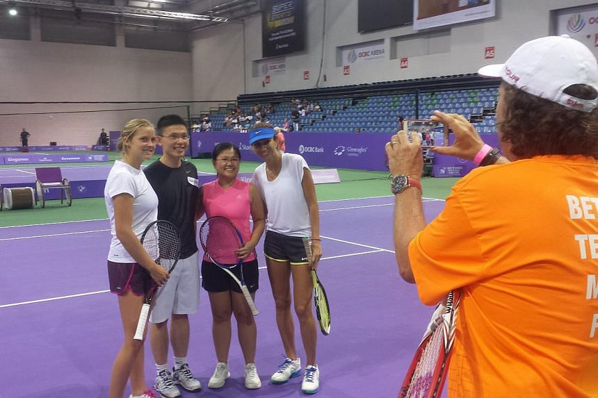 Fans posing with Grand Slam champion Iva Majoli (right) and up and coming American player Shelby Rogers (left). -- ST PHOTO: DARYL CHIN