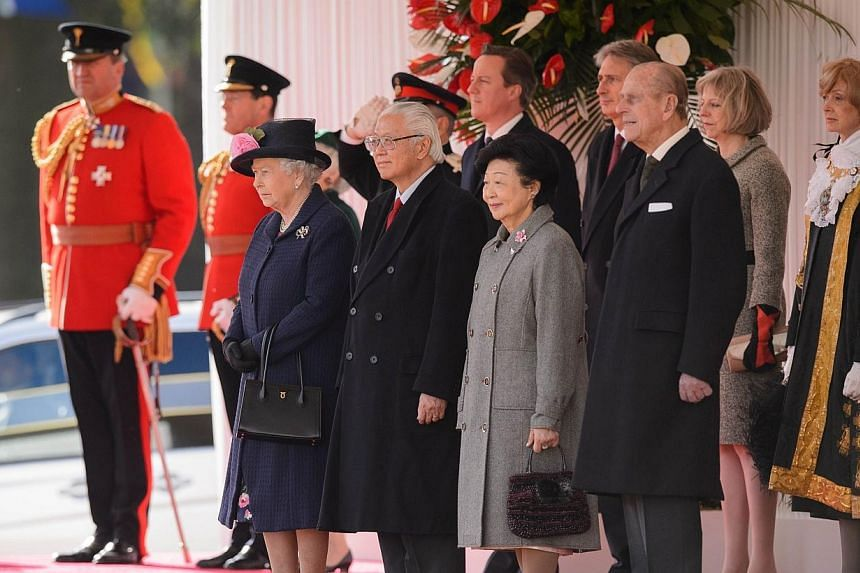 Britain's Queen Elizabeth II (left) and Britain's Prince Philip, Duke of Edinburgh (front right) stand with Singapore's President Tony Tan Keng Yam (front second left) and his wife Mary (front second right), as British Prime Minister David Cameron (b