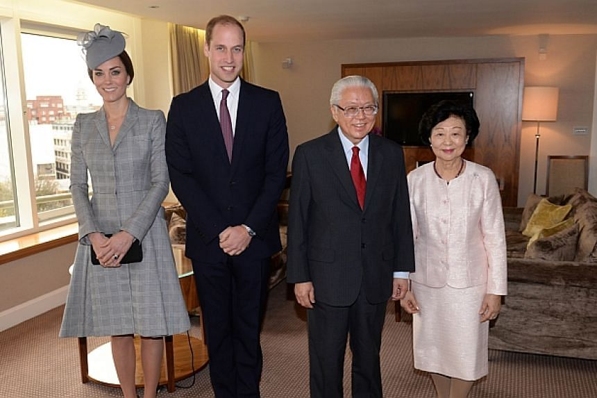 Britain's Prince William, Duke of Cambridge (second left), and Britain's Catherine, Duchess of Cambridge (left), pose with Singapore's President Tony Tan Keng Yam (second right) and his wife Mary Tan (right) at the Royal Garden Hotel in London on Oct