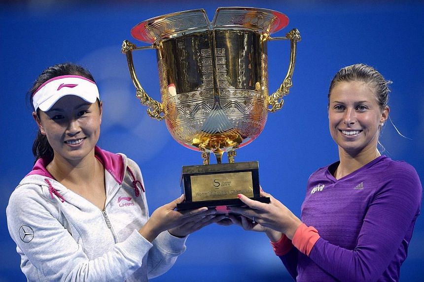 Peng Shuai (left) of China and her partner Andrea Hlavackova of Czech Republic pose with the trophy after winning their women's doubles final match at the China Open Tennis Tournament, in Beijing on Oct 4, 2014.Peng said her new doubles partner