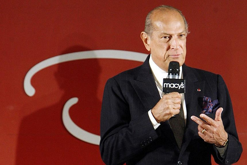 "Oscar De La Renta addresses the audience to speak about his ""Oscar"" fashion line in Macy's Department Store during New York Fashion Week in this Feb 7, 2007, file photo. -- PHOTO: REUTERS"