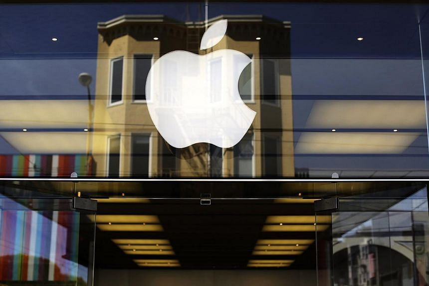Apple Inc forecast a strong holiday quarter after a better-than-expected 16 per cent jump in iPhone sales, and the strongest growth in Mac computer shipments in years helped the company surpass Wall Street's targets. -- PHOTO: REUTERS