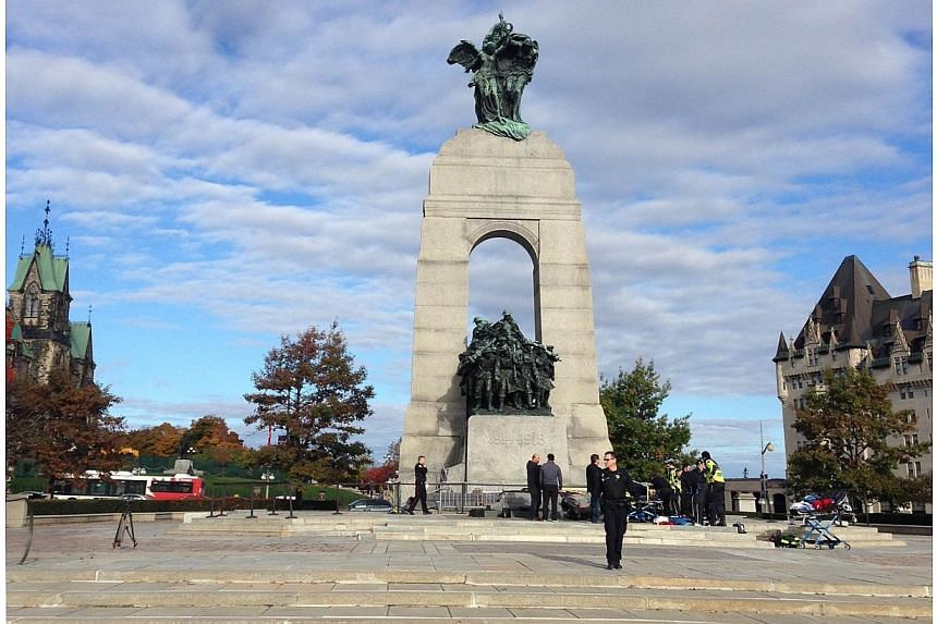 Police at the scene of a shooting at the National War Memorial in Ottawa, Canada onOct 22, 2014. -- PHOTO: AFP