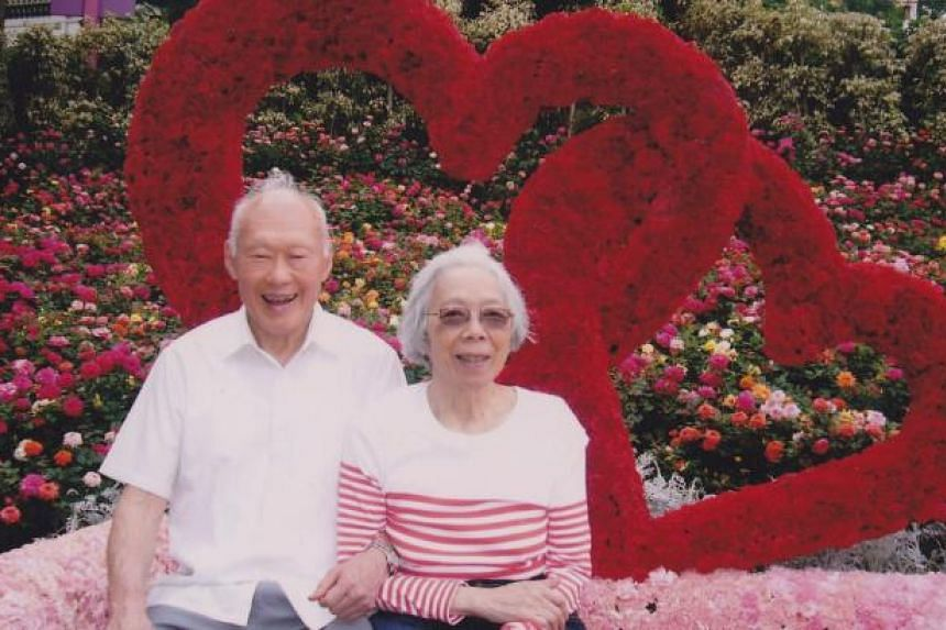 Photo of former prime minister Lee Kuan Yew and wife Kwa Geok Choo at Sentosa, taken on Valentine's Day in 2008. -- PHOTO: KWA KIM LI