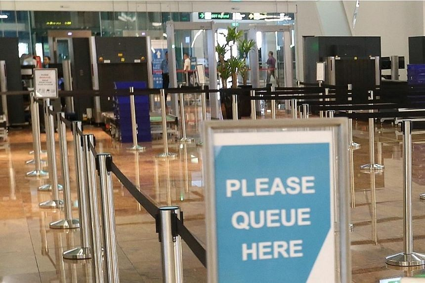 The customs queue at the arrival hall.-- ST PHOTO: NEO XIAOBIN