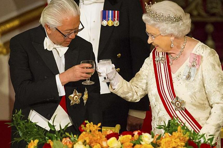 President Tony Tan Keng Yam and Queen Elizabeth II share a toast during a state banquet at Buckingham Palace in central London on Oct 21, 2014. -- PHOTO: REUTERS