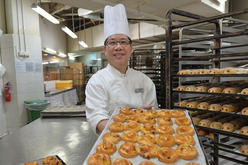Mr Teoh Ah Kian, a baker at the bakery in Giant Hypermart in IMM.After working as an engineer for 30 years, Mr Teoh Ah Kian decided to finally do what he has always wanted: bake for a living. -- ST PHOTO:CAROLINE CHIA