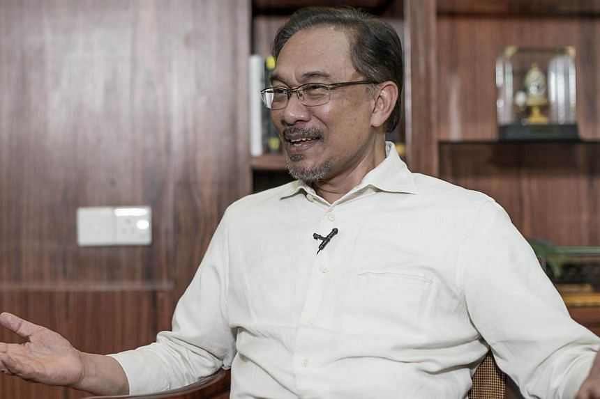 Opposition leader Anwar Ibrahim, speaking on the eve of his final appeal against a sodomy conviction, said he must set an example to fellow Malaysians in the struggle against the ruling Barisan Nasional (BN). -- PHOTO: AFP